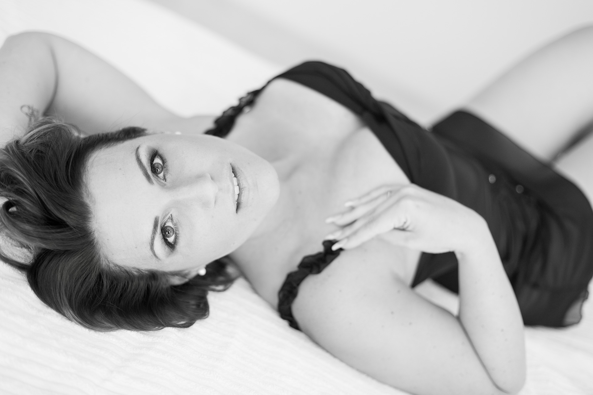 boudoir photoshoot posing